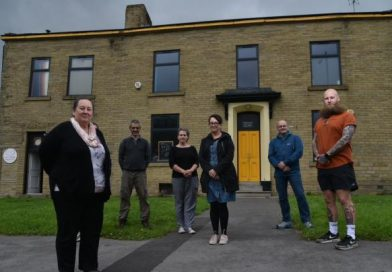Shaw House with members of the Inn Churches team standing in front